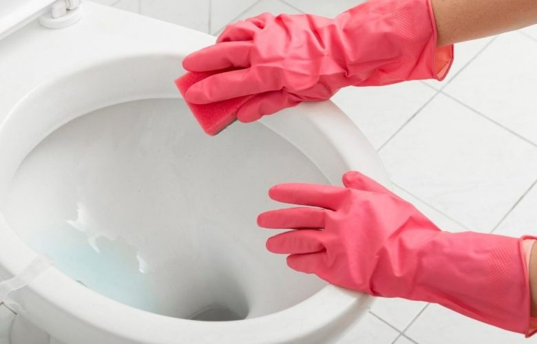 How-to-clean-a-very-stained-toilet-bowl-min